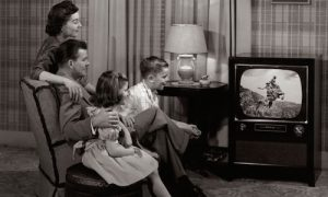 60s family gathered around the television set